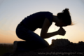 Woman_on_knees_in_prayer